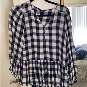 Cute top! Checkered patterned American eagle top